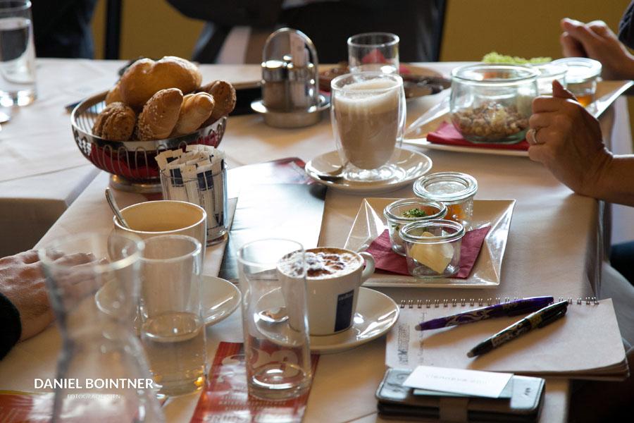 Ganz allein, schöne Frau oder hübscher Herr? Komm zum Netzwörken – einmal im Monat im Cafe Vindobona!